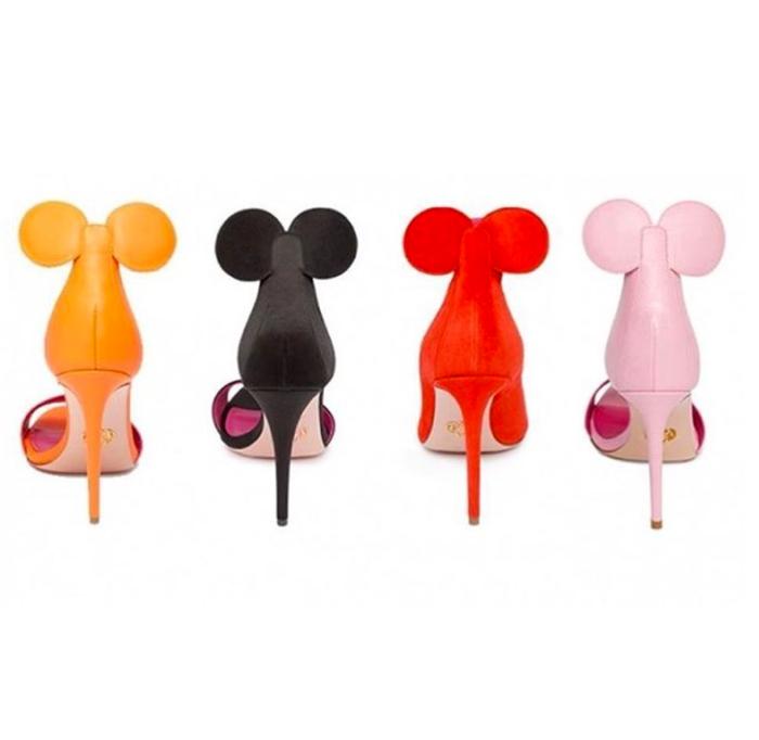 Scarpe Minnie (Oscar Tiye/Instagram)