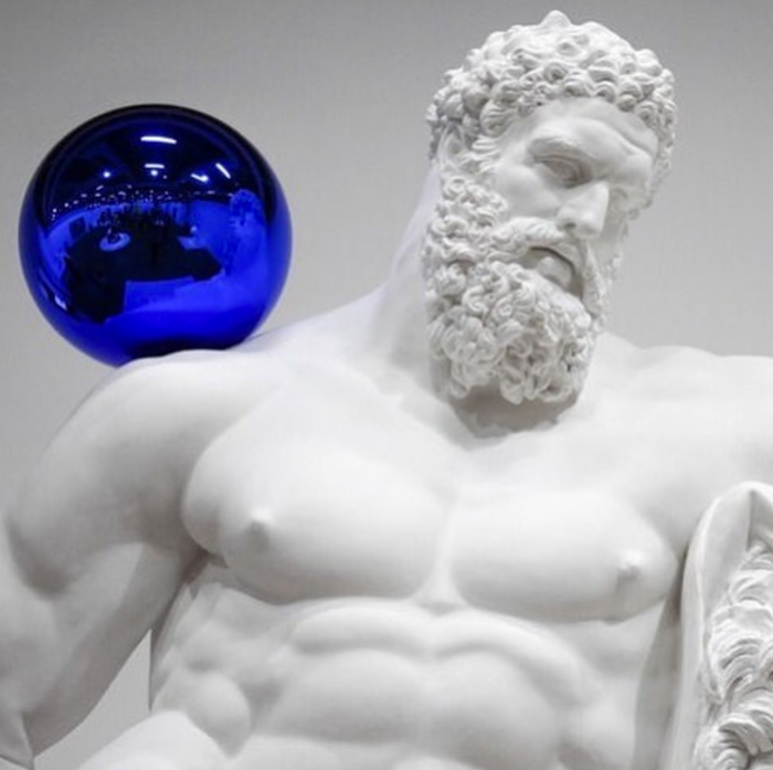 Gazing ball on Hercules Farnese (Jeff Koons)