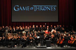 Ramin Djawadi dirige l'orchestra (Vince Bucci/AP)