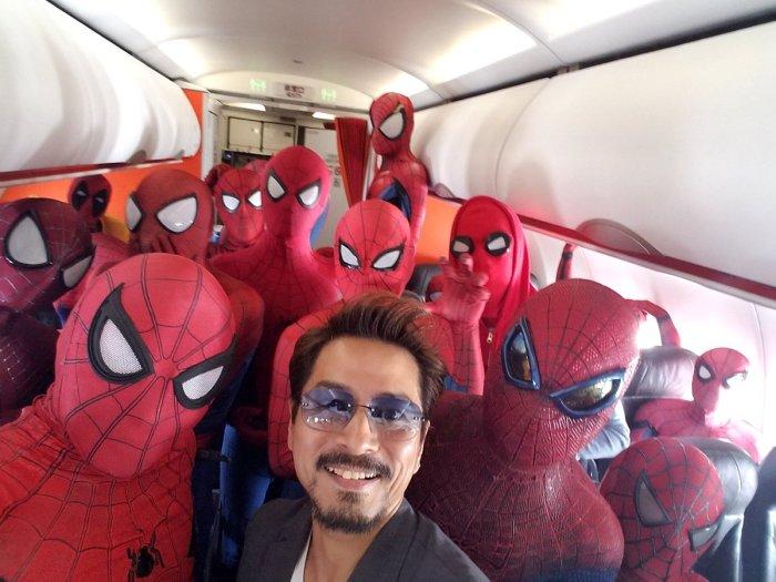 Spider-Man cosplayers (bar_rest245/Twitter)