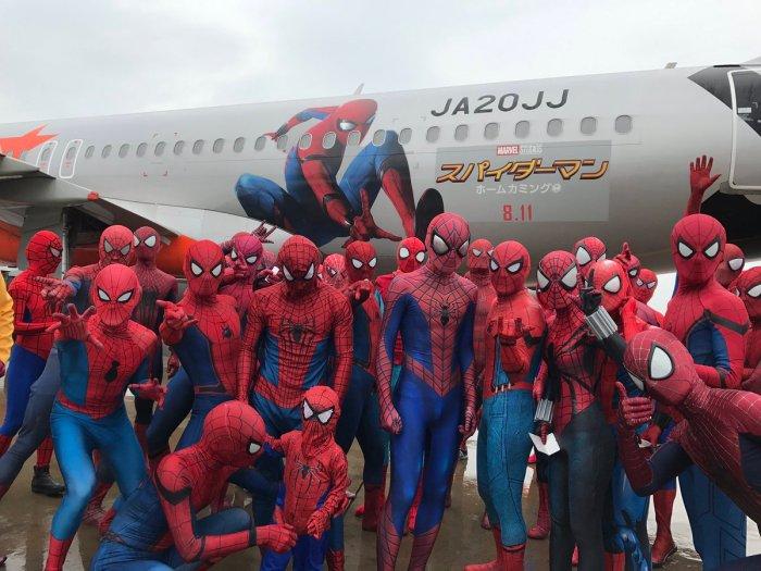 Spider-Man cosplayers (Naoki/Twitter)