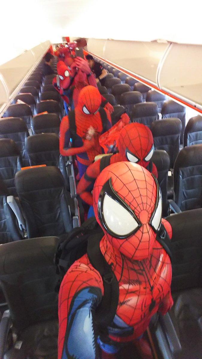 Spider-Man cosplayers (spa_jun/Twitter)