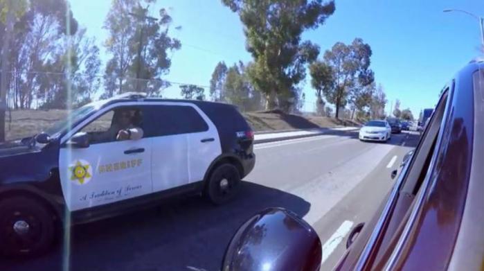 L'ufficiale della LAPD che ha fermato Adam Levine e James Corden (Carpool Karaoke/CBS)