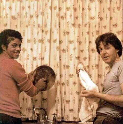 Michael Jackson e Paul McCartney - 1982 (Velvet Coke/Instagram)