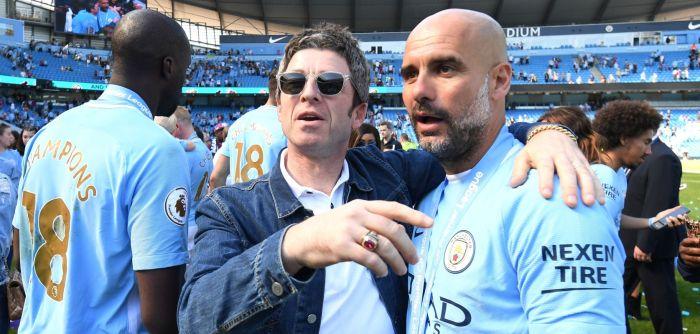 Noel Gallagher e Pep Guardiola (Michael Regan/Getty Images)